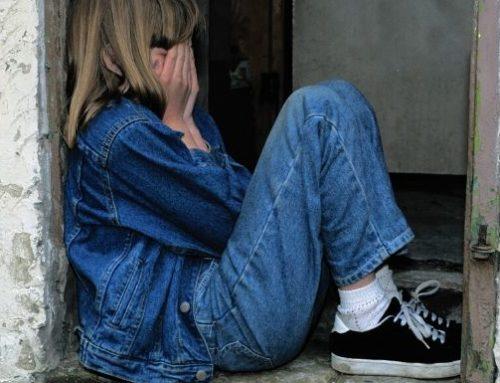 Come essere isolati può influire sulla salute mentale di tuo figlio